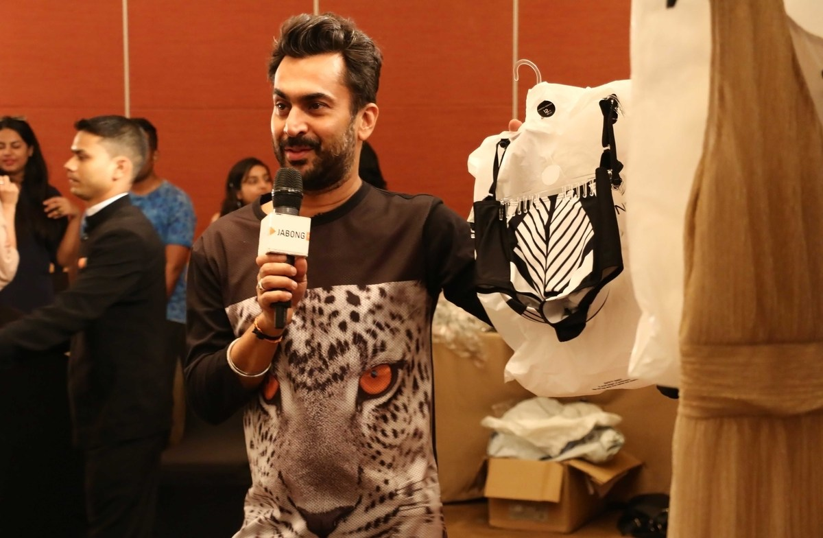 Stylist Aki Narula talking about our Dorothy Perkins collection for Lakme Fashion Week to fashion bloggers